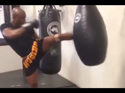 Anderson Silva - Recovering/training hard after the leg injury