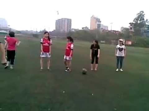 Màn khởi động hấp dẫn của các nữ vận động viên bóng bầu dục :3
