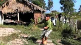 カンボジアの人にアホな走り方をしてもらった映像なのだが、なぜか後半泣けてくるw。