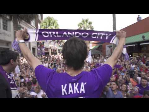 Kaká Greets Thousands at Wall Street