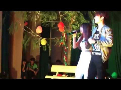 Kelvin Khánh hôn Khởi My trên sân khấu
