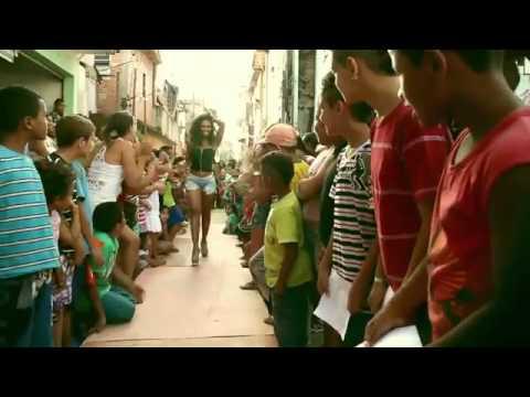FAVELA FASHION WEEK - REUNIÃO DE AMIGOS (CLIPE OFICIAL)