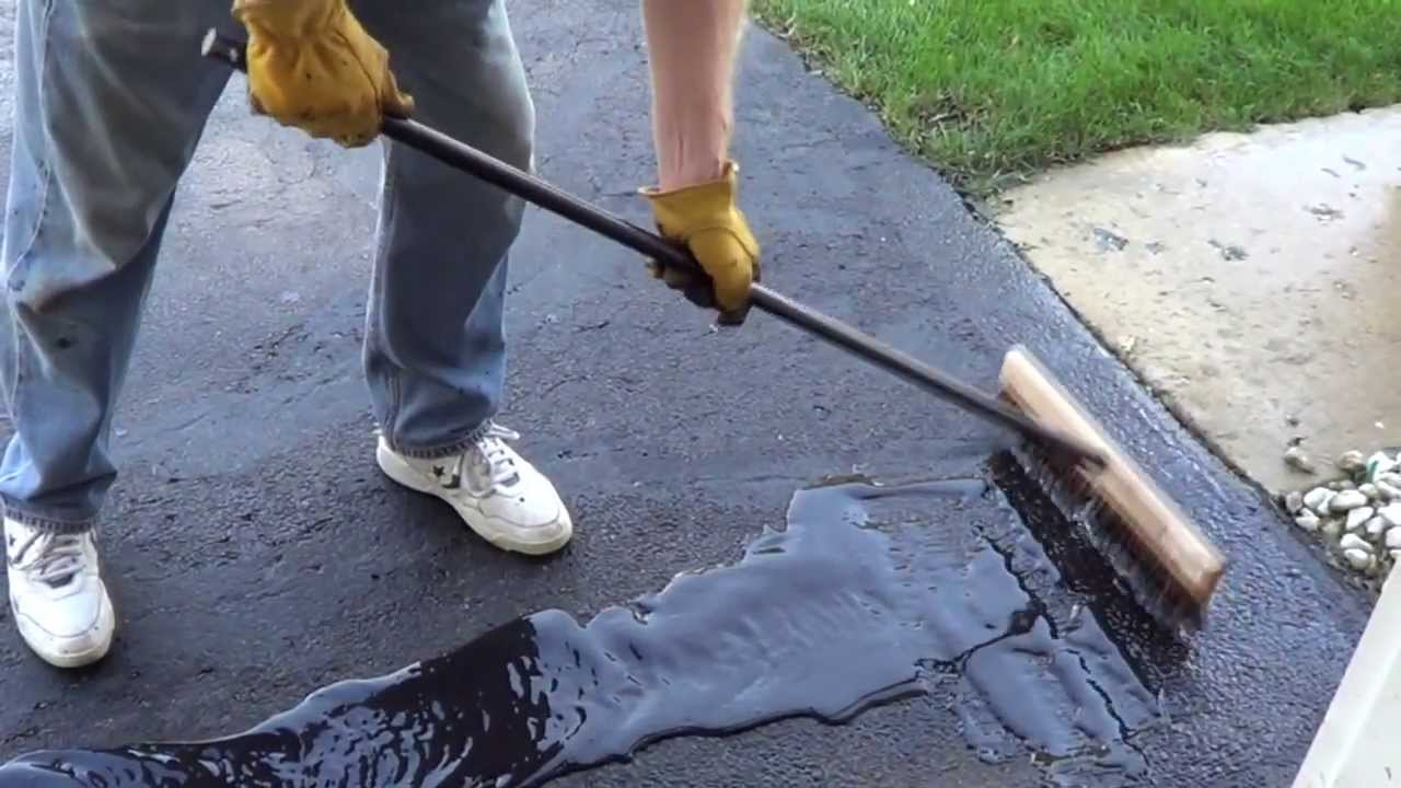 How To Apply A Driveway Sealer Sealing A Driveway Youtube