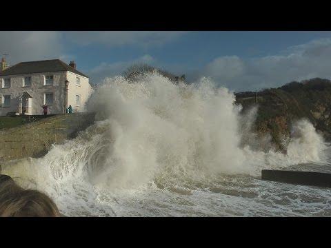 UK storm 2014 - large waves pummel Cornwall