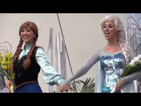 Frozen Royal Welcome ceremony with Anna, Elsa, Kristoff + parade highlights at Walt Disney World