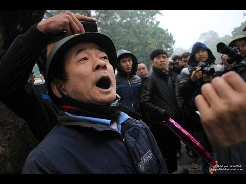 Một Dư Lợn viên của Đảng, chuẩn bị lên gân để quay phim đưa lên mạng