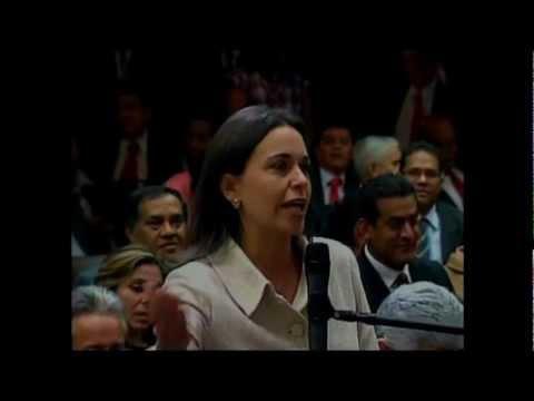 El show de Hugo Chavez y Maria Corina en dos (2) actos