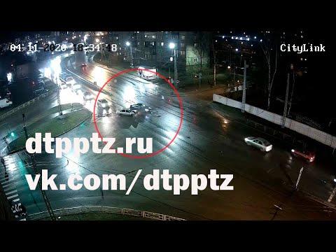 На Комсомольском проспекте столкнулись два легковых автомобиля