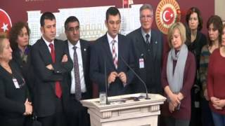 CHP'Lİ ÖZGÜR ÖZEL BALYOZ DAVASI TUTUKLULARININ YAKINLARIYLA BASIN TOPLANTISI YAPTI