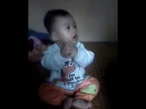 Bé 6 tháng tuổi nhảy theo nhạc cực sung ^-^