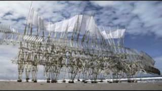 Démonstration oeuvre de Théo Jansen. Animaris umerus. Exposition Art Robotique