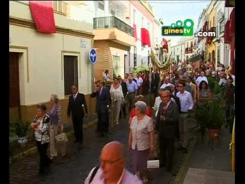 Gines celebró el Corpus con la procesión de la Custodia por las calles de la localidad