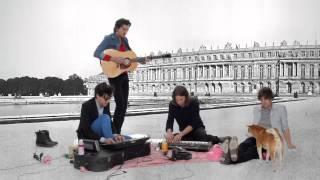 "Group band asal France, Phoenix kini telah bersiap-siap untuk merilis rekaman mereka ""Bankrupt!"". Beberapa hari yang lalu Phoenix melakukan latihan green-screened untuk the album's single 'Entertainment'."