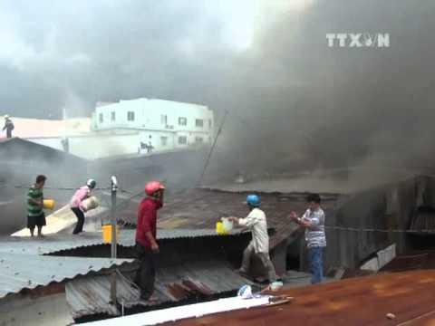 Cháy lớn thiêu rụi nhiều căn nhà ở An Giang