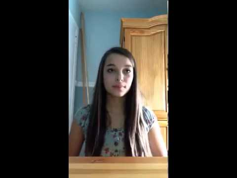 Chica  cantando super bien