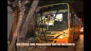Motorista de �nibus discute com passageiros, provoca acidente e cinco ficam feridos