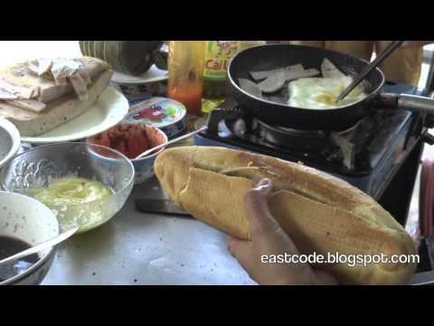làm bánh mì trứng street stuffed egg sandwich making   Hue  Vietnam