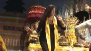 Ciaaattt...Joged Bumbung (Balinese Bamboo Music) view on youtube.com tube online.
