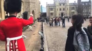 Que no te metas con la Guardia Real...