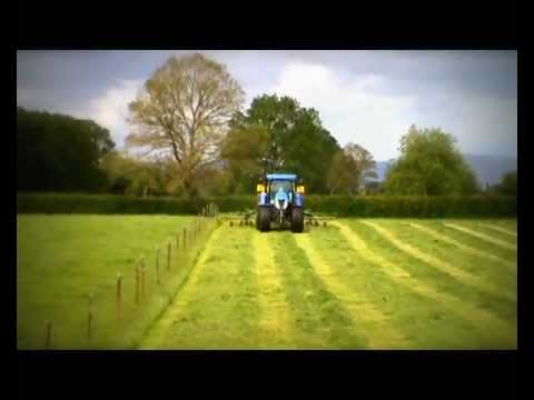 Raking silage 2011 NZ New Holland T7.270