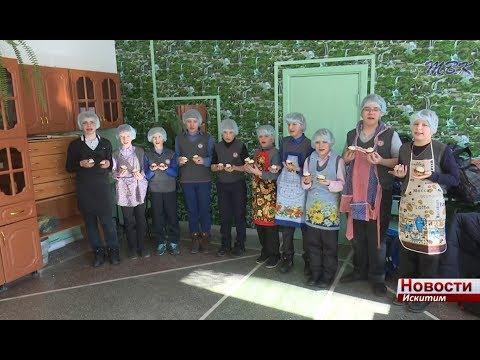 Пирожные-портреты сделали для  одноклассниц ученики первой школы Искитима