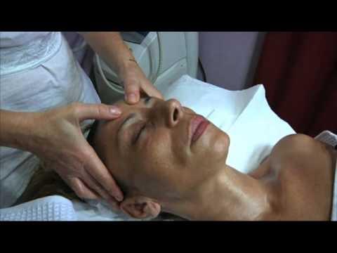 Trattamento occhiaie gonfie. Parte 1. Massaggio viso.