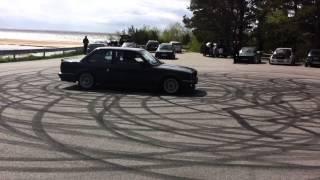 Красивый круговой дрифт BMW E30 с двигателем M52B20
