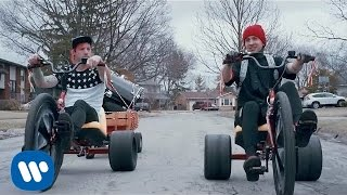 twenty one pilots: Stressed Out [OFFICIAL VIDEO]