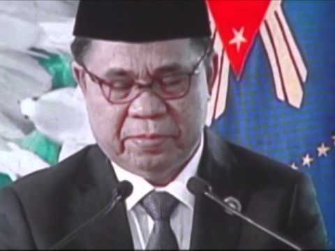 MILF Chairman Al Haj Murad during the signing of the MILF peace pact