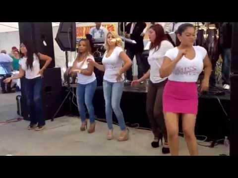 Lindas Chicas de Miss El Salvador USA.                           En el Festival de Hola El Salvador.