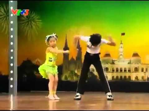 2 bé nhảy Michael Jackson Dance Sport.FLV