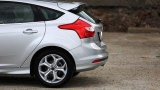 Ford Focus mit 200kmh/h vor die Wand - Mega Crash videos