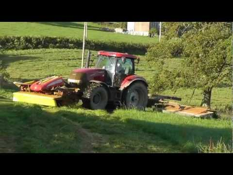 Silage 2011 - TWO Triples in Action.  John Deere and Case.