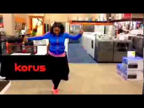 Best Buy Customer's Impromptu Korus Dance