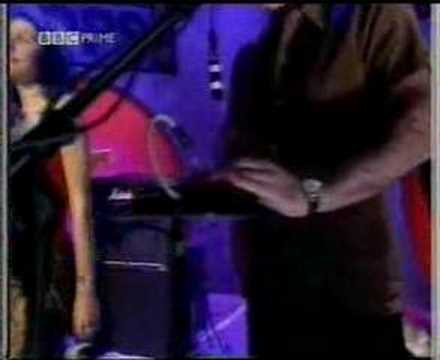 PJ Harvey - A perfect day Elise TOTP 1998