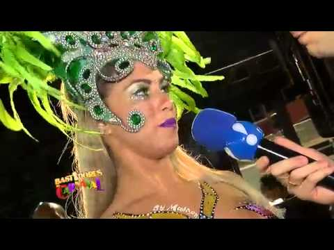 Viviane Araújo se concentra antes de desfile