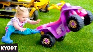 Milé faily detí na autíčkach