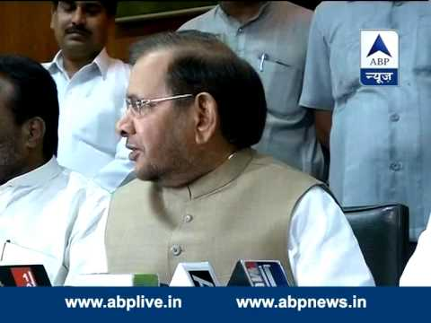 Sharad Yadav defends Smriti Irani, condemns remaks on her