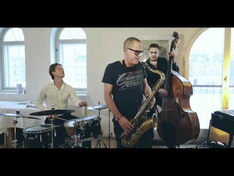 Hans Ulrik, Jacob Christoffersen, Thomas Fonnesbæk & Janus Templeton online metal music video by HANS ULRIK