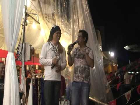 great song at bazaar raya   singapore post   28 7 2013   geylang serai