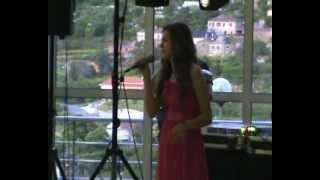 Menina De 15 Anos Arrasa!!! Listen Beyonce