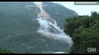 Derrumbe de ladera de montaña en los Alpes suizos