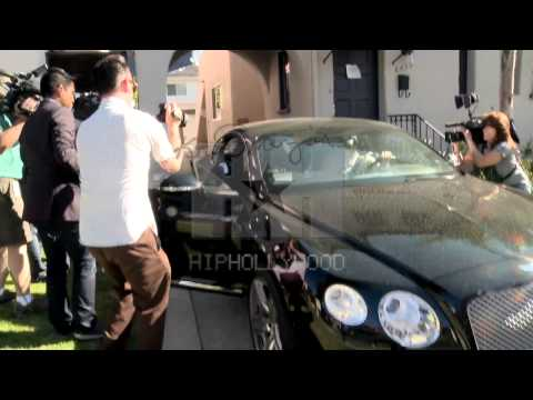 Raw Footage: Donald Sterling's Alleged Girlfriend, V. Stiviano Bombarded By Photographers