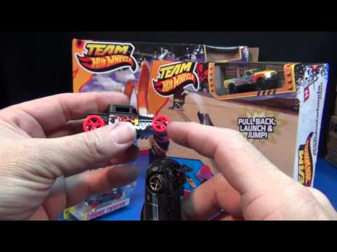Team Hot Wheels Slingshot Stunt Ramp