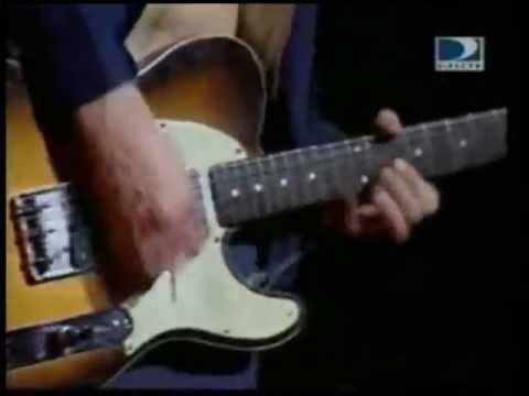 John Frusciante broken string, Your guitar string snap and the genius John Frusciante still nails it... Amazing! Show: Credicard Hall - Sao Paulo (Brazil) - 1999
