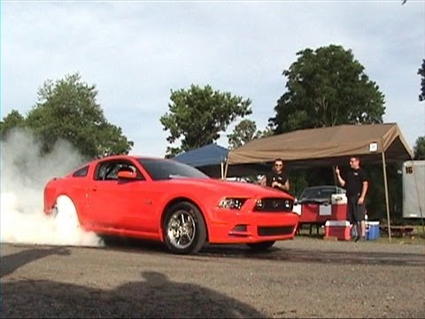 R & S Automotive pheonixville,pa show 6 22 13   BURNOUTS