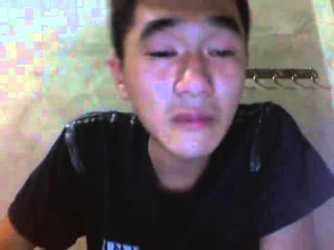 Chàng trai hát tặng bạn gái trong nước mắt