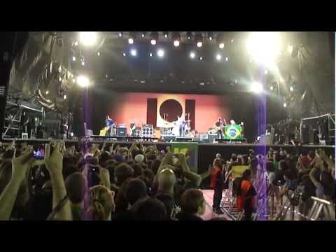 Pearl Jam - Alive and Rockin' In the free world live in Porto Alegre 2011