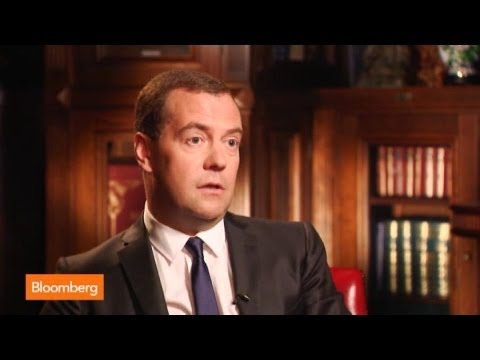 Medvedev: Don't Want Visa, MasterCard to Leave