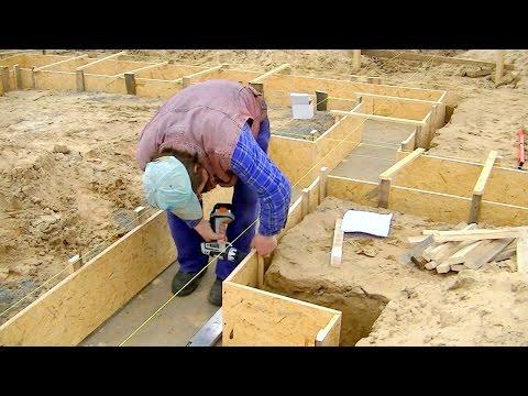 Budowa domu dzień po dniu. Dzień 2 - przygotowanie i montaż szalunków ławy fundamentowej